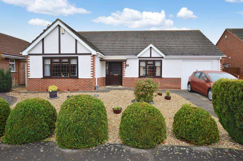3 Bedrooms Bungalow for sale in 10 Muirfield Way, Woodhall Spa