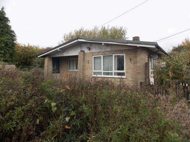 2 Bedrooms Bungalow for sale in The Street, Gt Barton