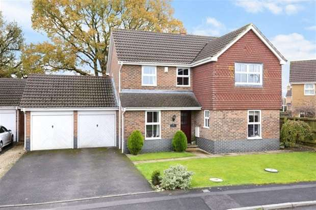 4 Bedrooms Detached House for sale in Stephenson Drive