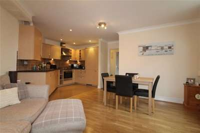 2 Bedrooms Flat for rent in Lindford,Hampshire