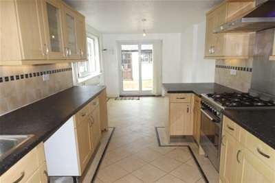 3 Bedrooms House for rent in Powerscourt Road, Portsmouth ***NO TENANT ADMIN FEE FOR END OF MARCH 18 MOVE IN***