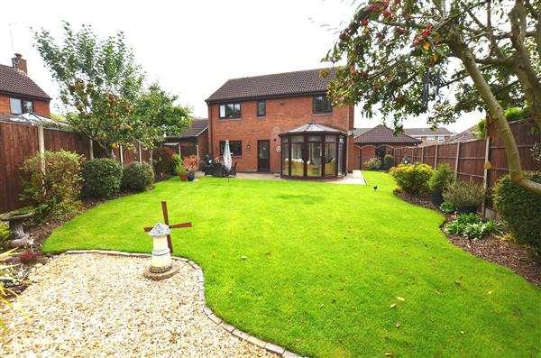 4 Bedrooms Detached House for sale in Burrington Drive, Trentham, Stoke-On-Trent