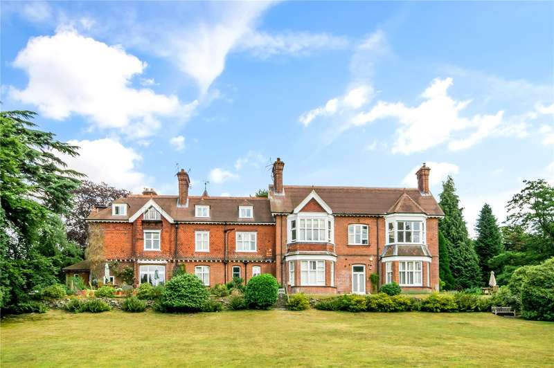 3 Bedrooms Flat for sale in Shagbrook, Reigate Road, Reigate, Surrey, RH2