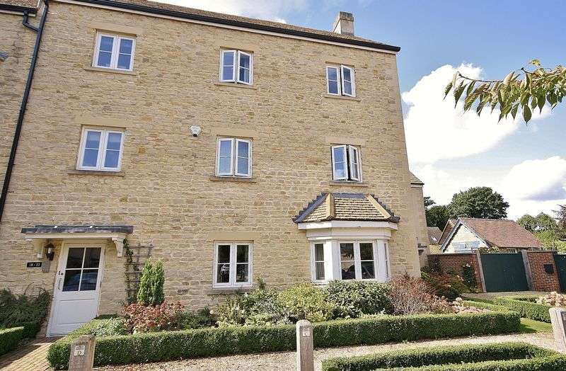 2 Bedrooms Property for sale in Charter Place, Witney