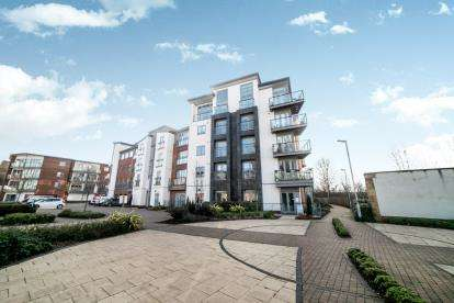 2 Bedrooms Flat for sale in Midlothian Court, Worsdell Drive, Gateshead, Tyne and Wear, NE8