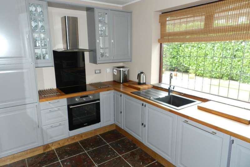2 Bedrooms Bungalow for sale in Kenyon Lane, Lowton, Warrington, WA3 1LJ