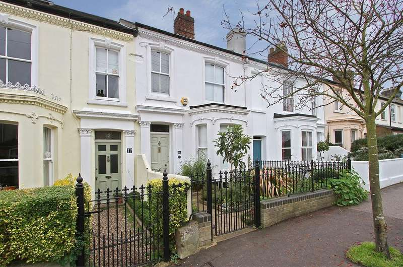 3 Bedrooms Terraced House for sale in Connaught Road, Norwich