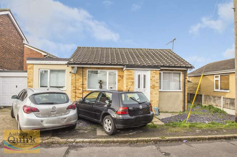 3 Bedrooms Detached Bungalow for sale in Lappmark Road, Canvey Island, SS8