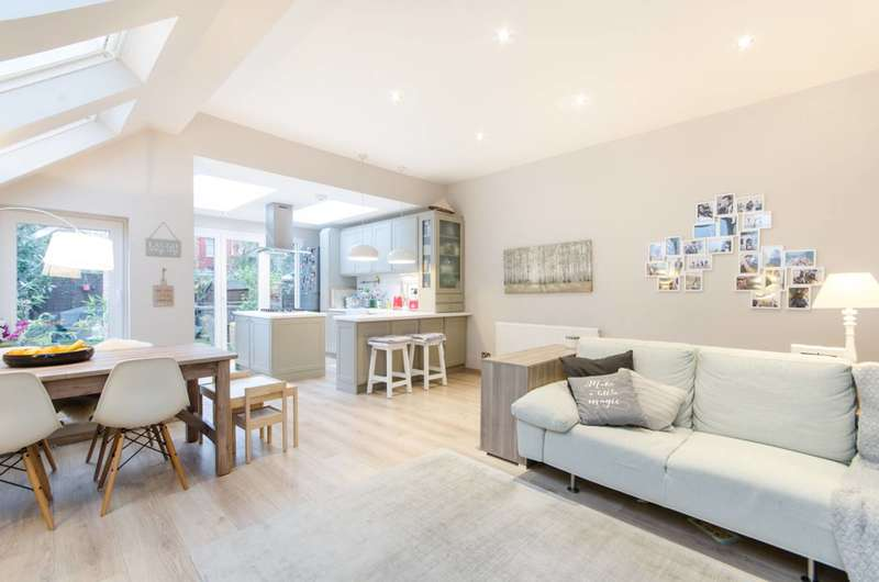 2 Bedrooms Flat for sale in Riffel Road, Willesden Green, NW2