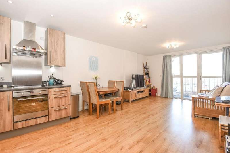 2 Bedrooms Flat for sale in Queensland Road, Holloway