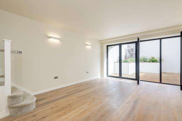 2 Bedrooms Flat for sale in Northwood Road, Highgate, London, N6