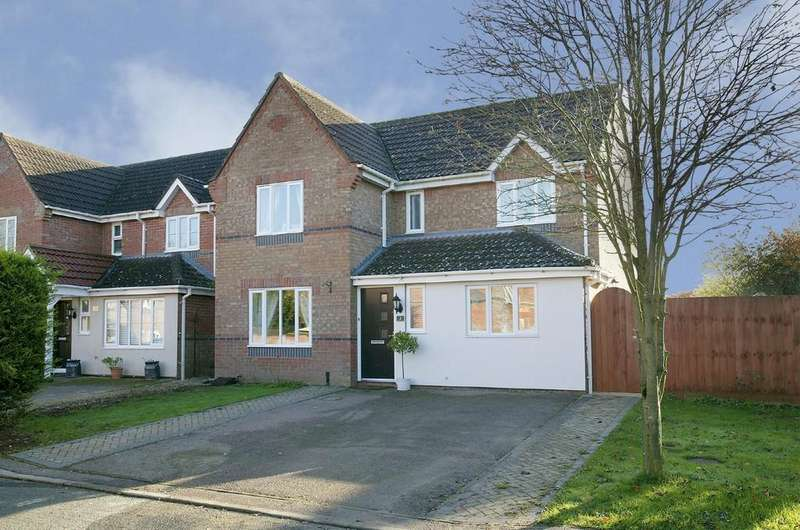 4 Bedrooms Detached House for sale in Bracken Drive, Attleborough