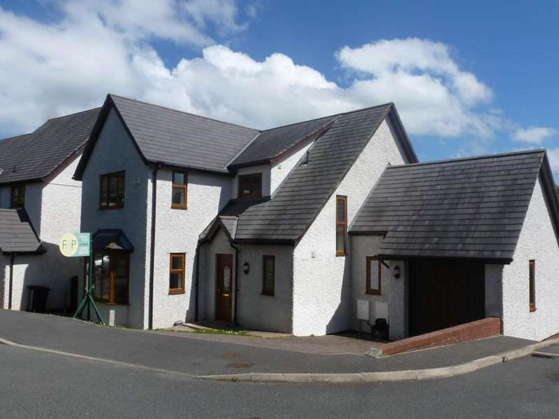 3 Bedrooms Detached House for sale in 4 Y Berllan, Gyffin, LL32 8RT