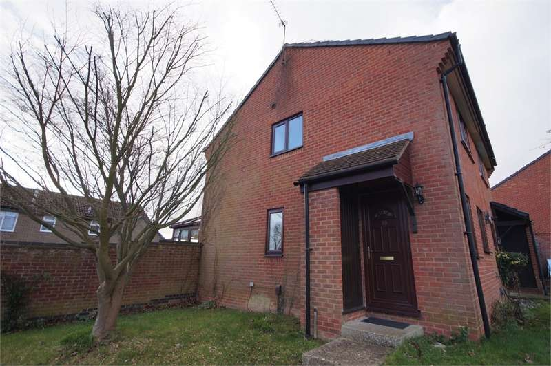2 Bedrooms Semi Detached House for sale in Cannock Way, Lower Earley, READING, Berkshire