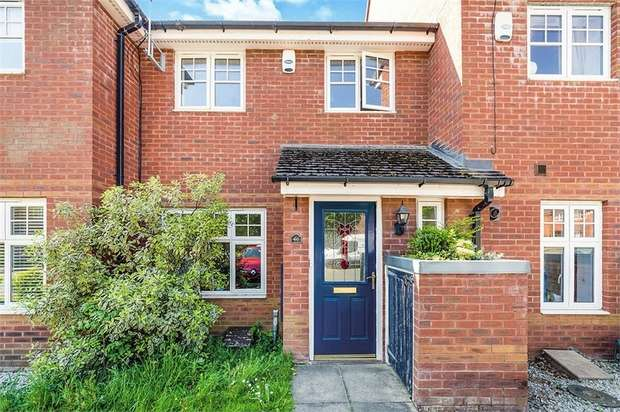 3 Bedrooms Terraced House for sale in Hallview Way, Worsley, Manchester