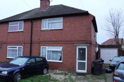 3 Bedrooms Semi Detached House for sale in Norfolk Avenue, Slough, SL1