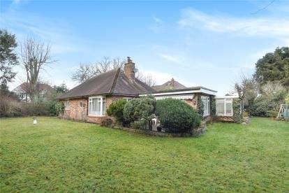 2 Bedrooms Detached Bungalow for sale in Oxenden Wood Road, Chelsfield Park