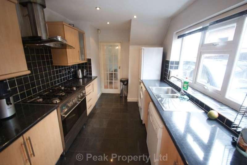 4 Bedrooms Semi Detached House for sale in Fairoak Gardens, Romford, Essex, RM1 4DU
