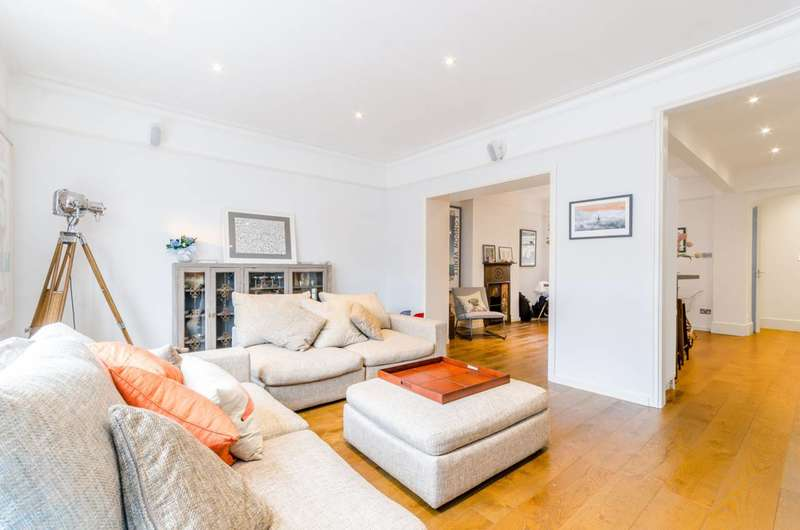 3 Bedrooms Maisonette Flat for sale in Fulham Road, Parsons Green, SW6