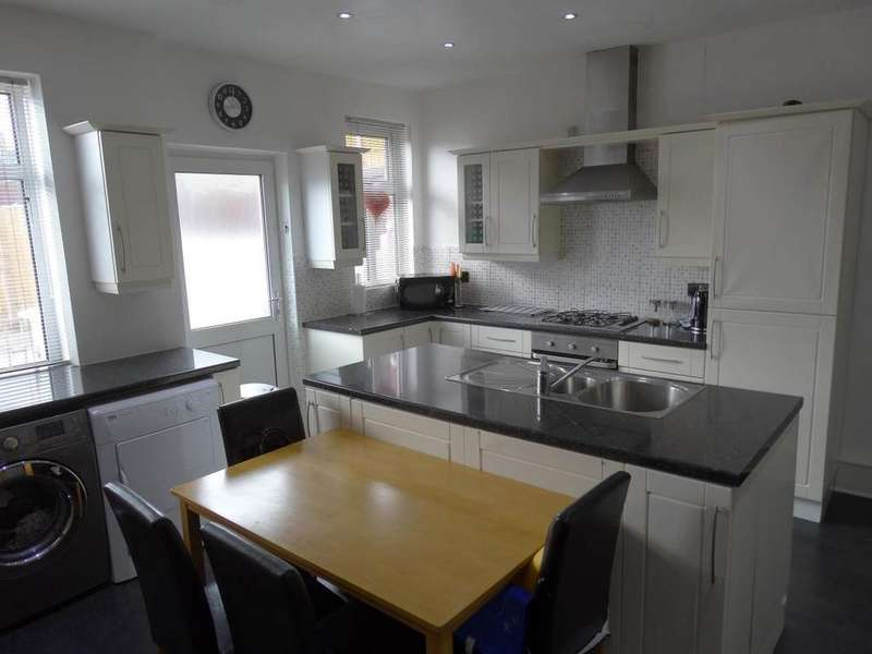 3 Bedrooms Terraced House for sale in 3 Bryn Teg Avenue, Old Colwyn, LL29 9TP