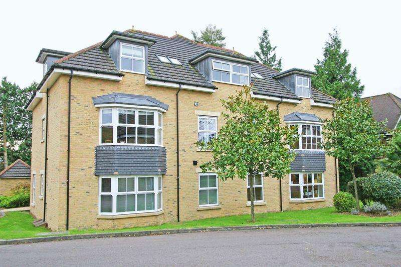 2 Bedrooms Apartment Flat for sale in Cranwells Lane, Farnham Common, Buckinghamshire, SL2