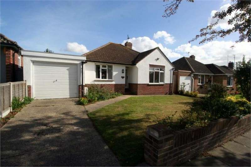 2 Bedrooms Bungalow for sale in Upper Second Avenue, Frinton on Sea