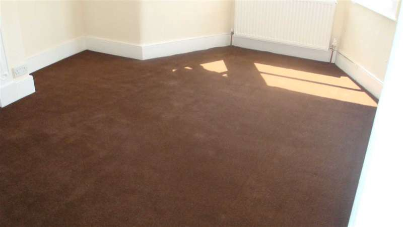 3 Bedrooms Terraced House for rent in Perth Road, Gants Hill, Ilford