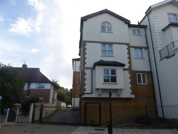 1 Bedroom Flat for sale in St Johns Road, Isleworth, Middlesex
