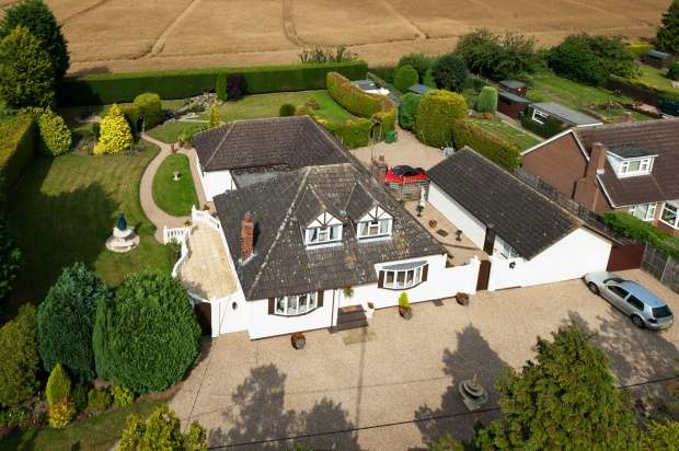 5 Bedrooms Detached House for sale in Mytton Lane, Shrewsbury, Shropshire, SY4 4JE