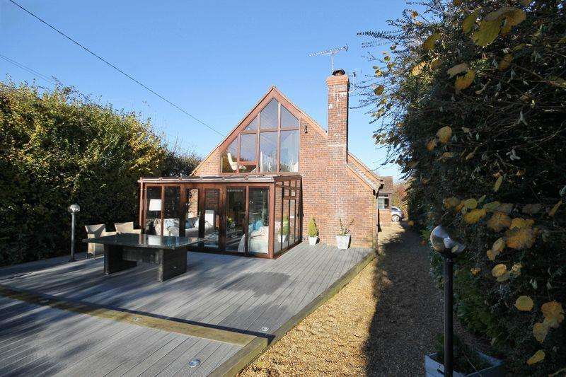 4 Bedrooms Detached House for sale in Ditchling Common, Burgess Hill, West Sussex