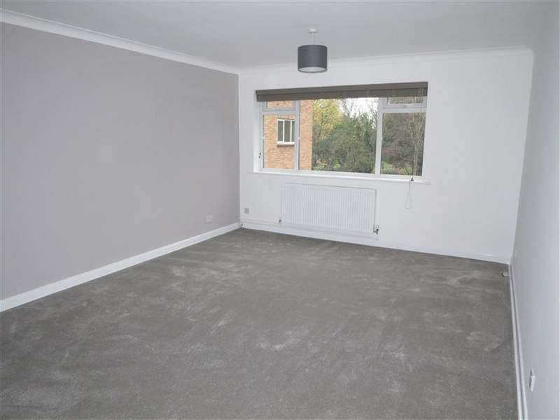 2 Bedrooms Flat for rent in The Moorings, 40 Talbot Avenue, Bournemouth, Dorset