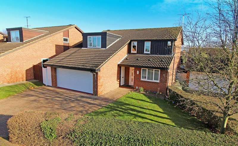 4 Bedrooms Detached House for sale in Greenway, Letchworth Garden City, SG6