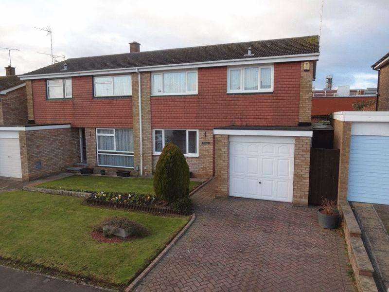 3 Bedrooms Semi Detached House for sale in Redgrave Gardens, Luton