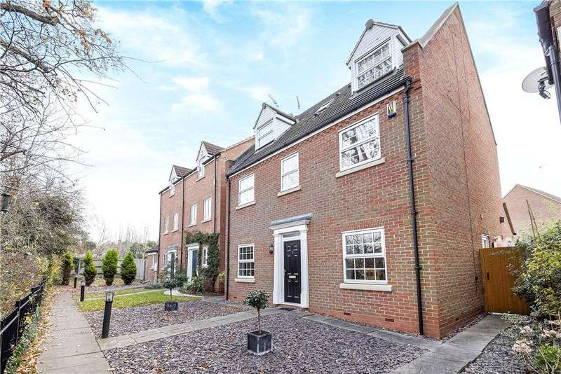 5 Bedrooms Detached House for sale in Ladymead Close, West Hunsbury, Northamptonshire