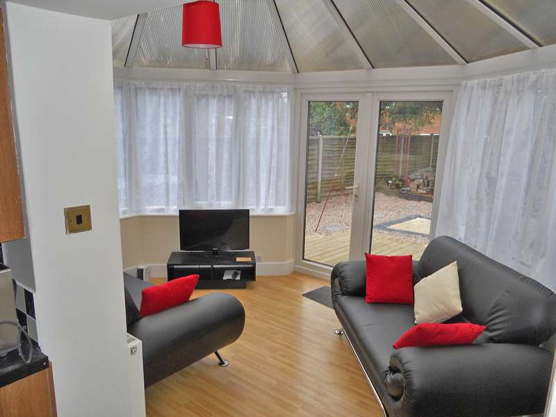 6 Bedrooms Semi Detached House for rent in ** 6 BED STUDENT LET** Schofield Road, Loughborough LE11