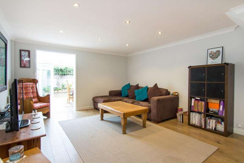 3 Bedrooms House for sale in Staveley Gardens, London