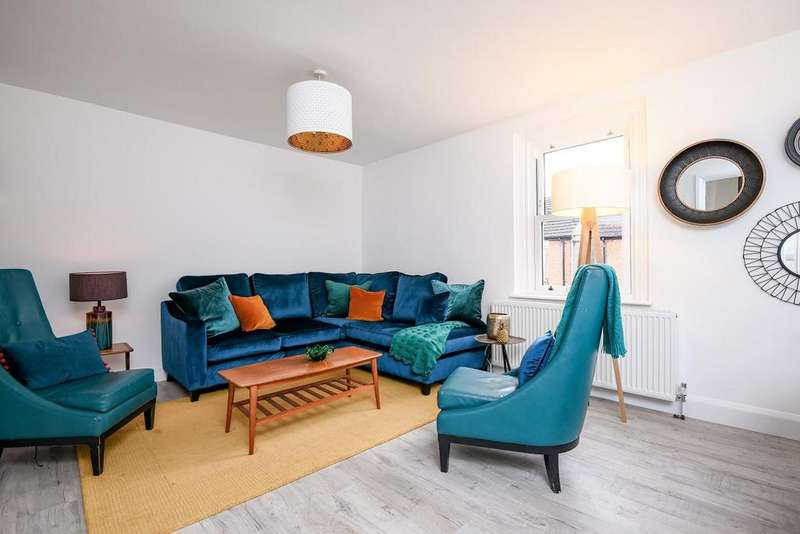 2 Bedrooms Flat for sale in Scotts Road, Bromley