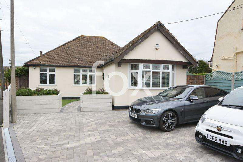 3 Bedrooms Detached Bungalow for sale in Barbara Close, Rochford