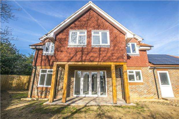 5 Bedrooms Detached House for sale in 5 Tudor Beech, Horley Lodge Lane, REDHILL, RH1 5EA