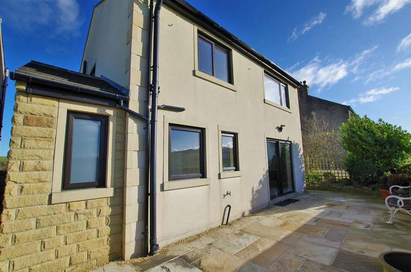 3 Bedrooms Detached House for rent in Stainland Road, Stainland