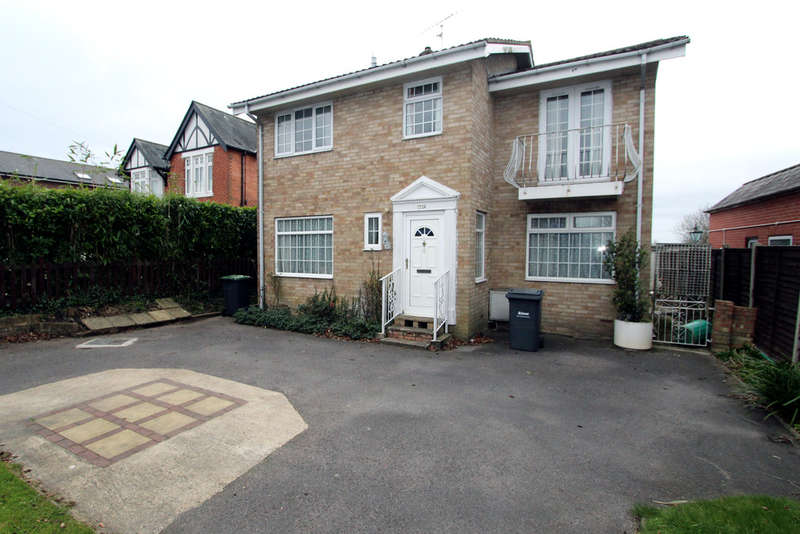 4 Bedrooms Detached House for sale in London Road, Waterlooville