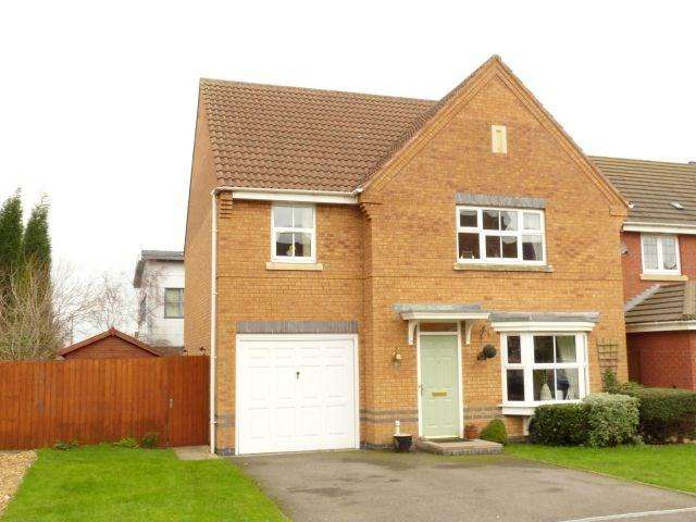 4 Bedrooms Detached House for sale in Moorfields Close, Walsall