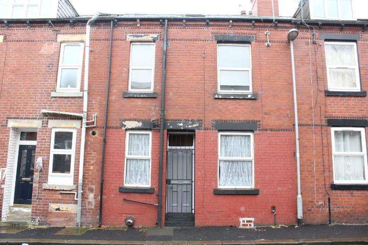 2 Bedrooms Terraced House for sale in Harlech Street, Beeston, LS11