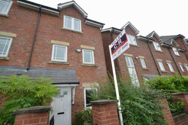 4 Bedrooms Semi Detached House for rent in Chorlton Road Hulme M15 4jg Manchester