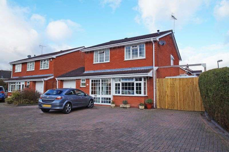 4 Bedrooms Property for sale in Keele Close Church Hill North, Redditch