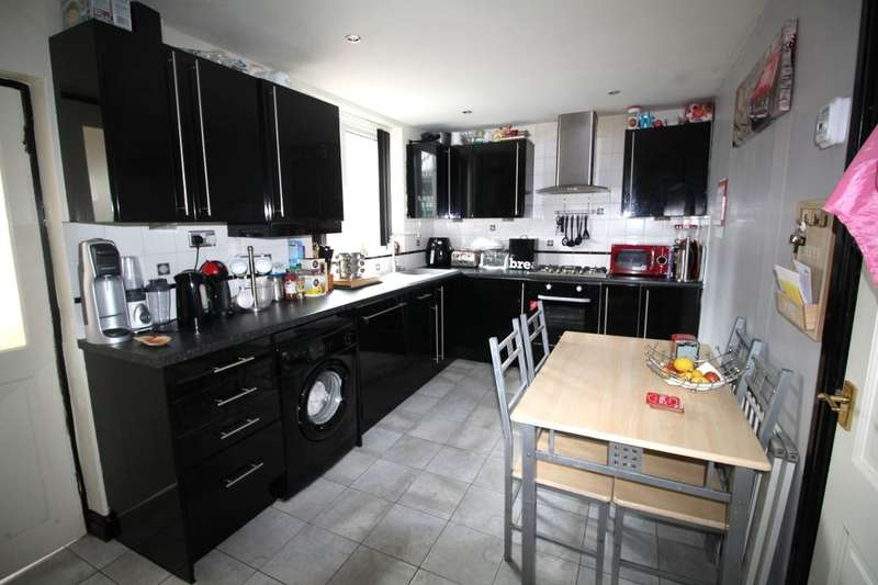 2 Bedrooms Terraced House for sale in Rutland Avenue, Burnley, BB12