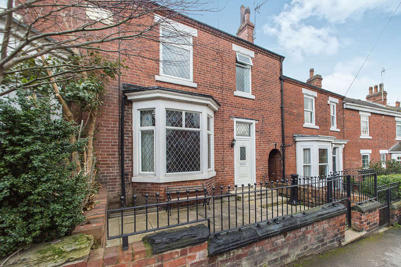 3 Bedrooms Terraced House for sale in Banks Avenue, Pontefract, WF8