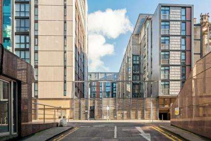 2 Bedrooms Flat for sale in Oswald Street, City Centre