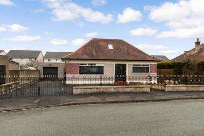 3 Bedrooms Bungalow for sale in Castle Road, Stirling