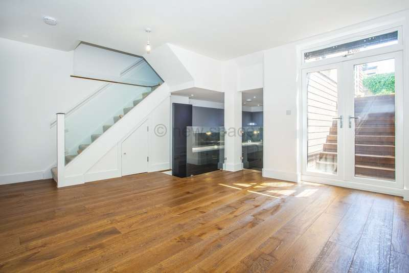 3 Bedrooms Flat for rent in Muston Road, Clapton, E5
